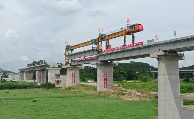 南沙港铁路施工建设加速推进,已突破多个关键节点