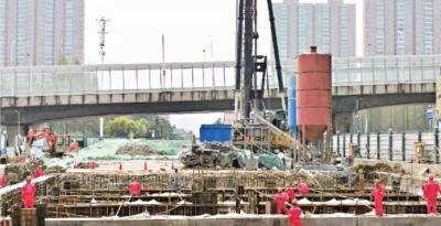 武汉地铁迎来首批省外返汉建设者