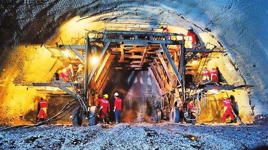 中老铁路逾七成隧道顺利贯通