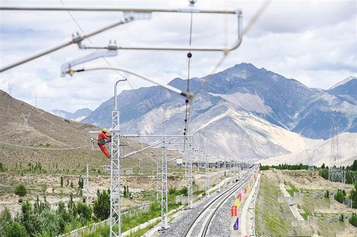 拉林鐵路接觸網專業首件工程成功建成