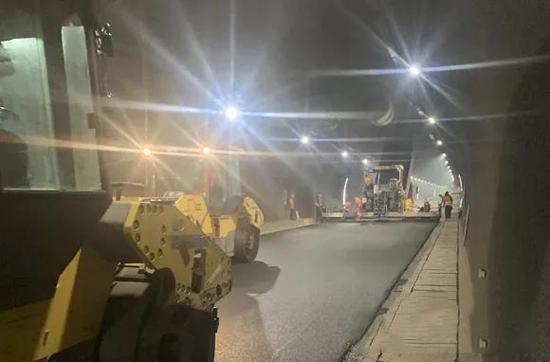 赣州交控集团联兴公司高效完成隧道罩面施工