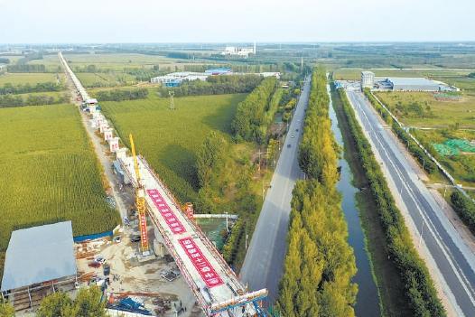 京唐城际铁路最大跨连续梁合龙