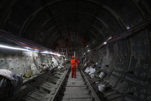 春节抢工,上海地铁7号线隧道结构整修